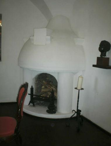 semineu sferic deschis fara usa sau geam cu suport metalic pentru gratar