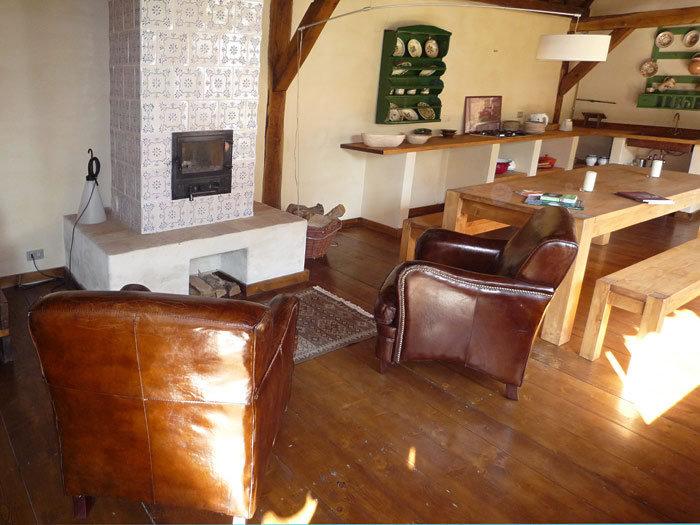 Copsa Mare proiect restaurare casa veche camera zi semineu soba teracota casa alba