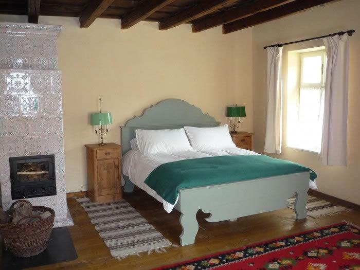 Copsa mare proiect dormitor soba traditionala teracota usa semineu sticla