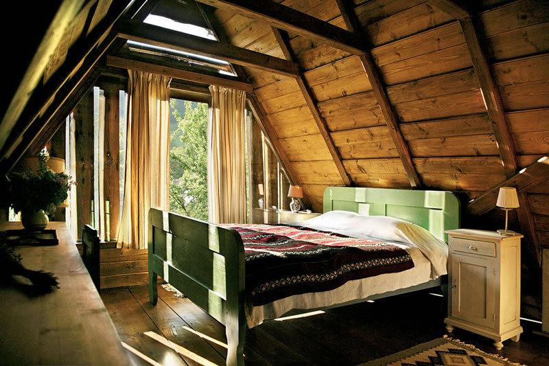 dormitor renovat casa veche restaurata la copsa mica
