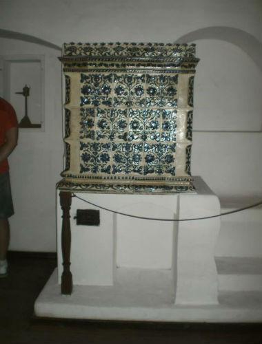 soba de teracota modele florale- castelul bran